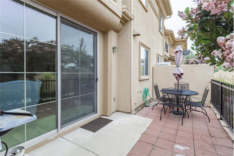 Simi Valley Townhome-Patio