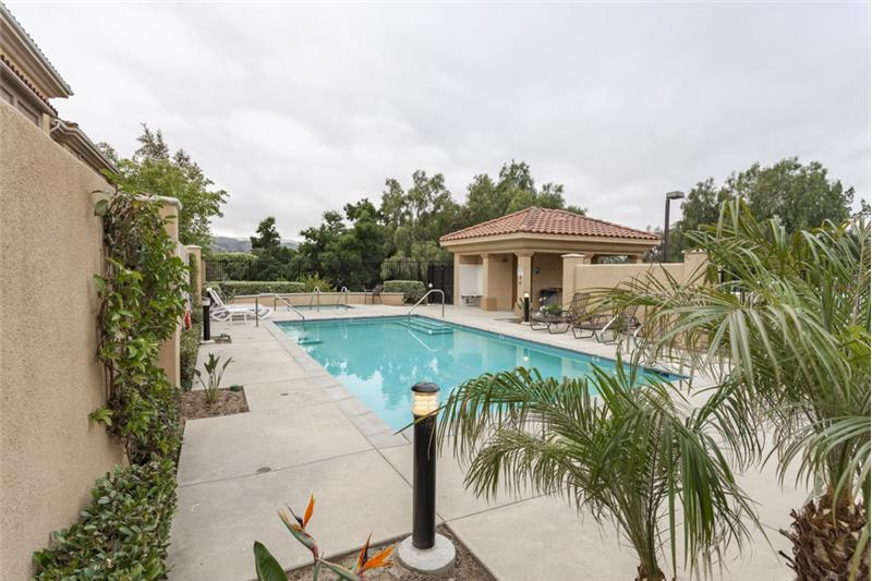 Simi Valley Townhome-Pool and Spa