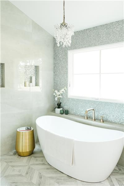 Spa-Like En-Suite Master Bath