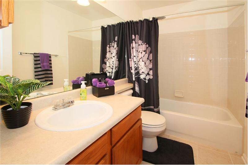 Full bath on upper level with tile flooring