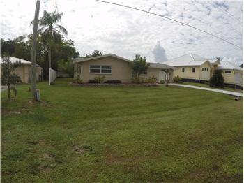 918 El Dorado Pky E, Cape Coral, FL