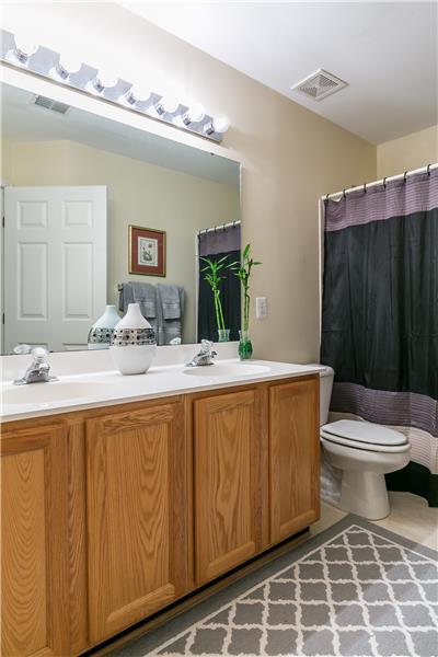 Double sink - Hall bath