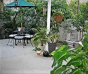 367 Stanford has an Enclosed Backyard Patio