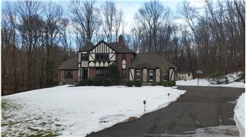 35  Orchard Hill Rd, Newtown, CT