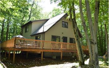 7136 Winnebago Dr, Pocono Lake, PA