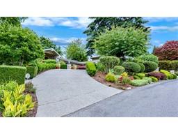 Elegant garden estate in Aqua Vista, 5200sf