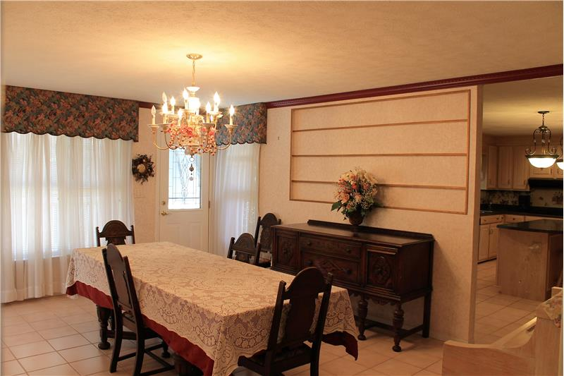 Great Dining Area with storage area for plates