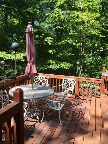Wonderful private Deck area