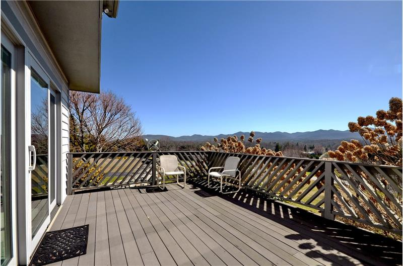 Sun deck for guest quarters