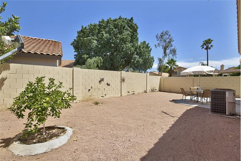 Entertain family and friends in this wonderful outdoor area