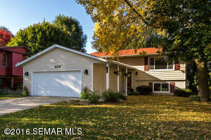 906 Chalet Dr NW, Rochester, MN