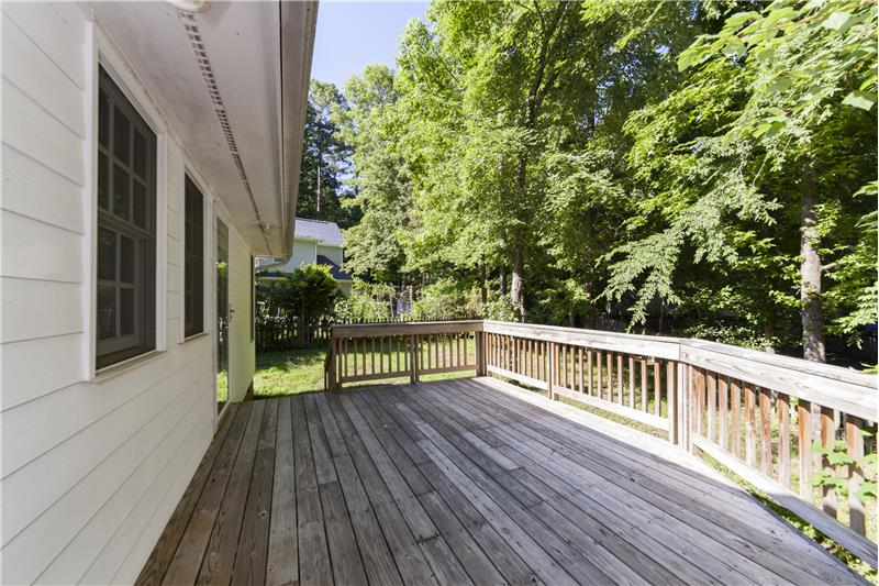 Large outdoor deck for entertaining