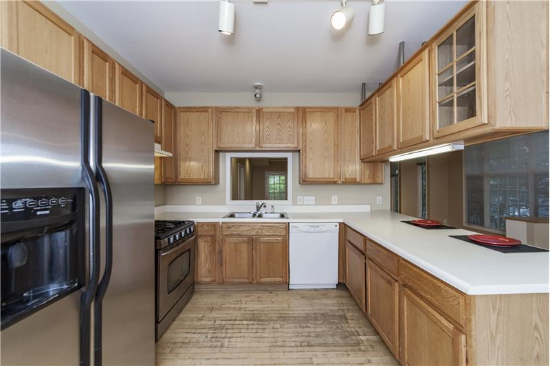 Large Kitchen with lots of cabinent space