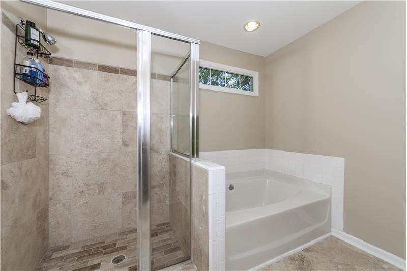 Garden tub with separate shower in upstairs bedroom (5)