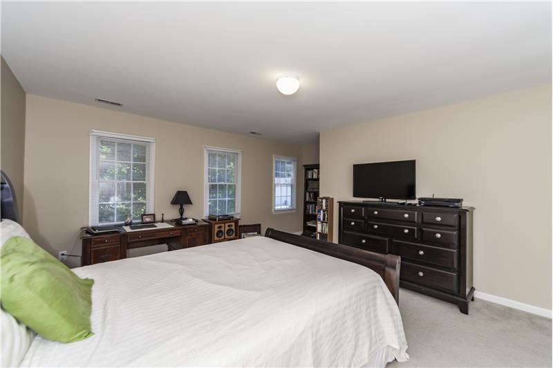 Spacious upstairs bedroom (5)