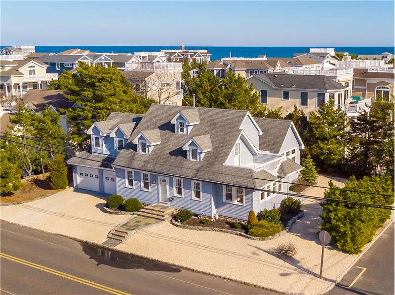 Front Elevation - Beach Goers Delight!