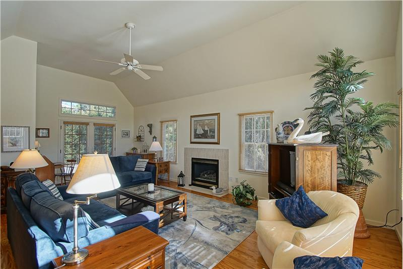 Open Great Room w/Cathedral Ceiling