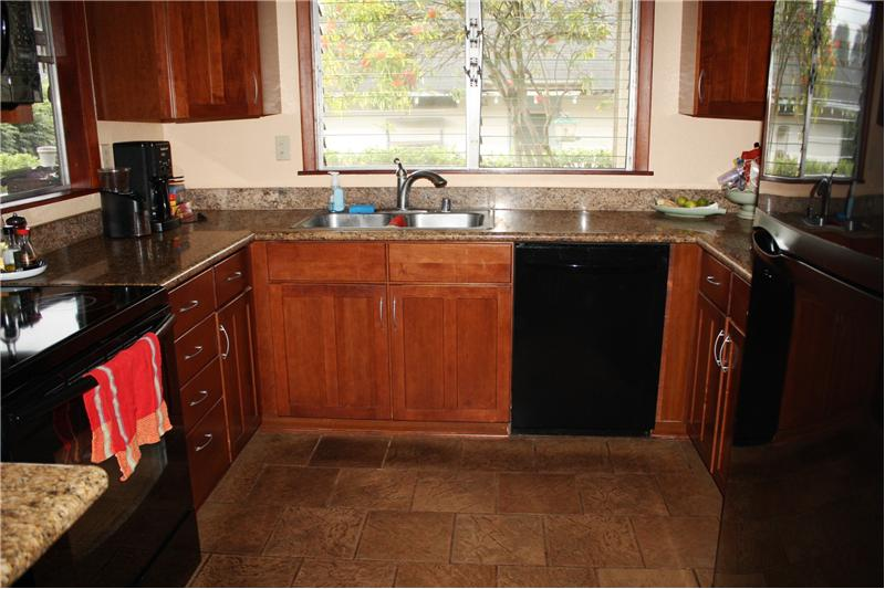 Upgraded Kitchen-Granite Counters-Wood Cabinets