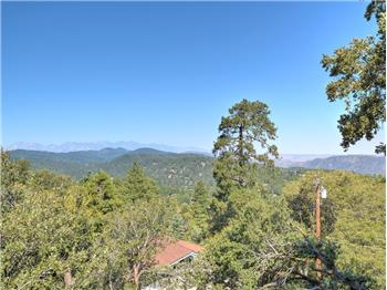 725 Chateau Dr, Crestline, CA