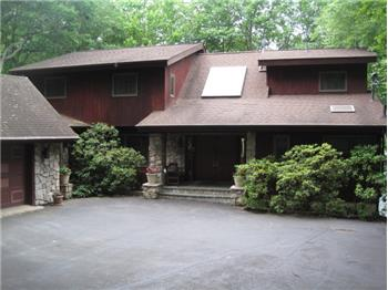 432 Canoebrook Dr., Lords Valley, PA