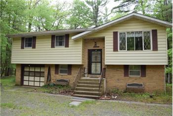 1390 Rte 390, Hawley, PA