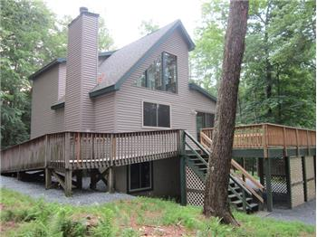 101 Pineneedle Ct., Lackawaxen, PA
