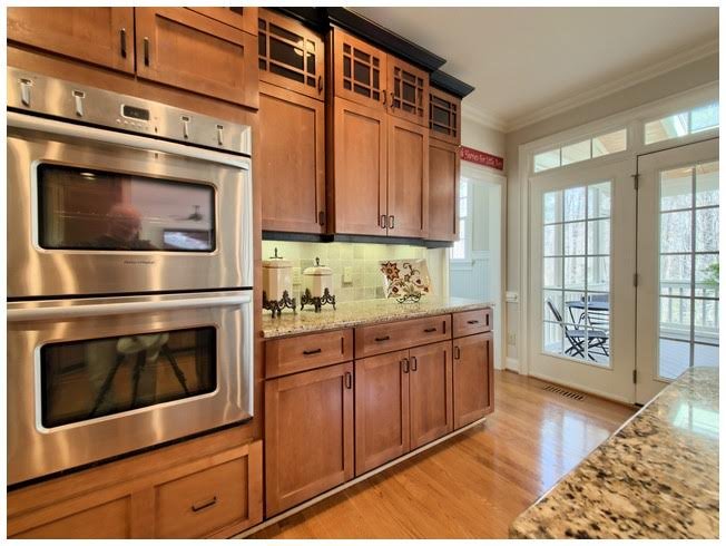 Double Ovens & Tons of Cabinets