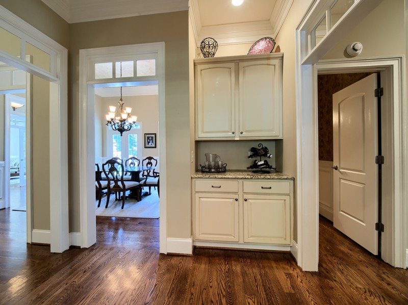 Butlers Pantry - Apex Homes for Sale