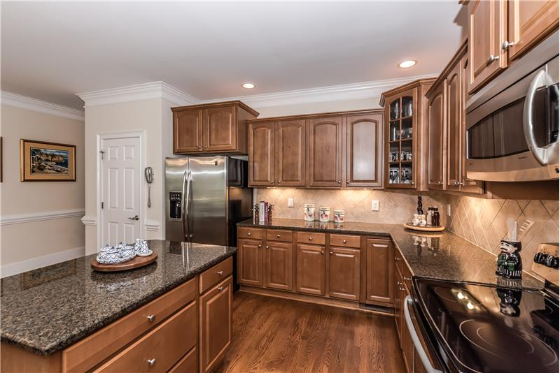 Under cabinet lights, recessed lights, pantry add to the appeal of the kitchen.