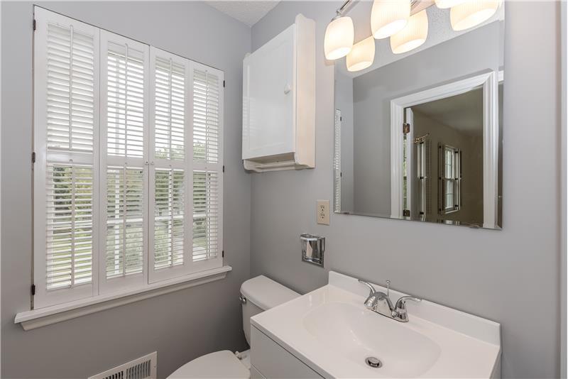 En-suite master bath enjoys excellent natural light