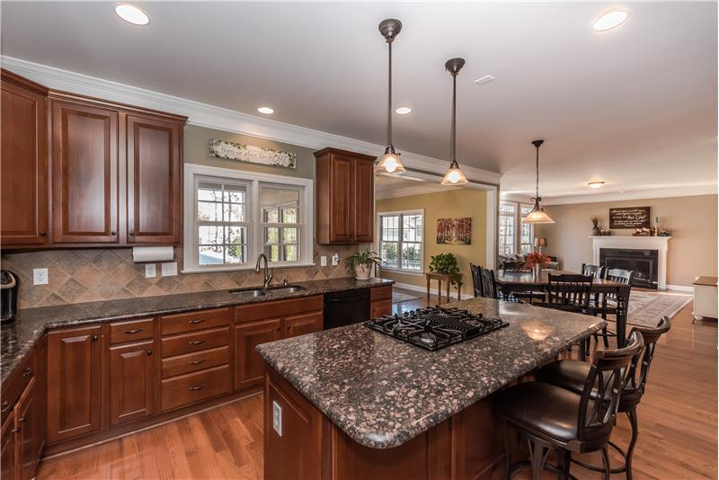 Double wall ovens, gas cooktop, recessed lights, pendant lights, crown molding.