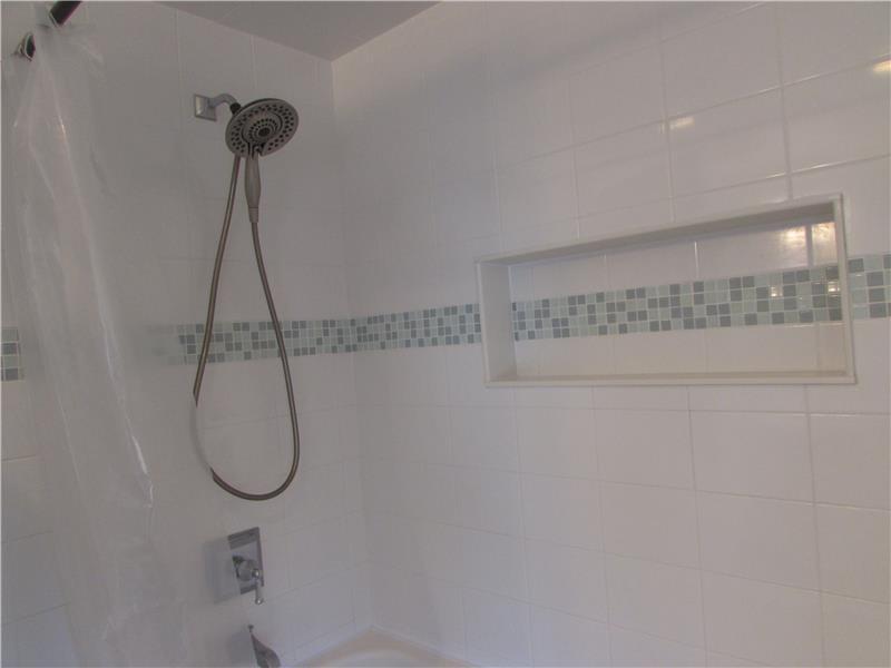 Rent 37 Thomas Avenue Bathroom