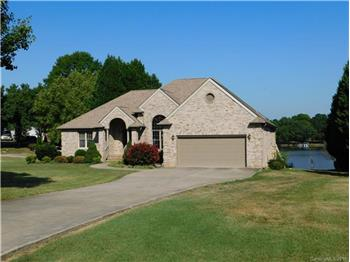 Perfect Waterfront Home on NC s 2nd Largest Lake!