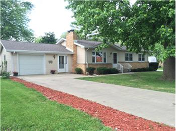 629 East Spruce Street, Chatham, IL