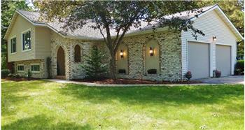 4512 Oak Springs Circle, Windsor, WI