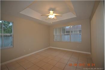 1339 NW 166th Ave, Pembroke Pines, FL