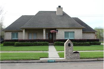 2208 Country Club Drive, Pearland, TX