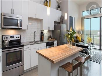 LIVE MODERN! LIVE DOWNTOWN! WALK TO RESTAURANTS, THE LAKE, AND ...