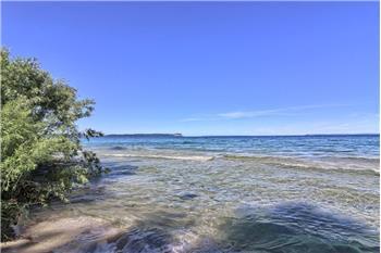 1220 S Manitou Trl, Lake Leelanau, MI