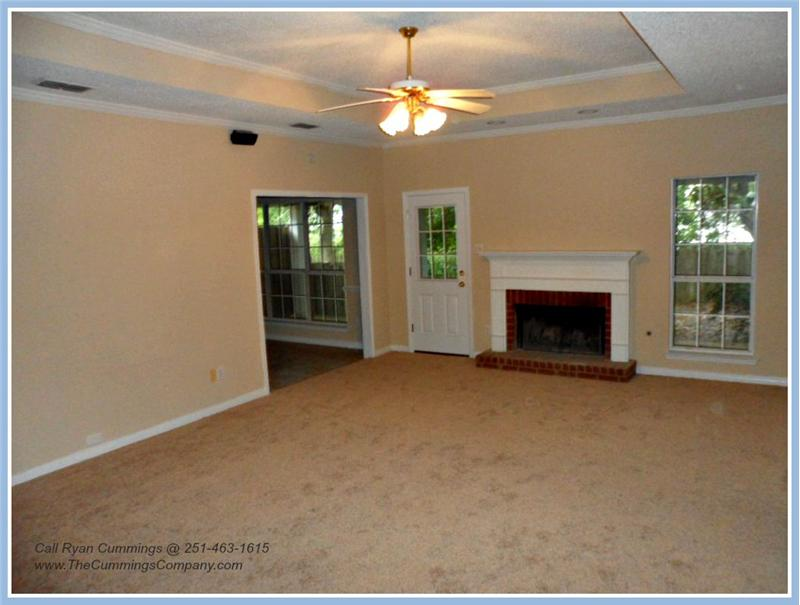 1216 Hillcrest Xing W, Mobile, AL 36695 Living Room