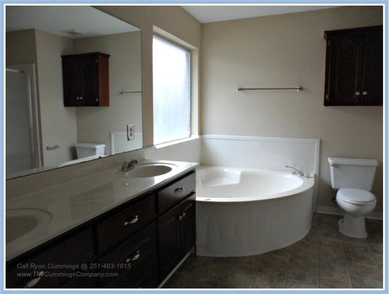 1216 Hillcrest Xing W, Mobile, AL 36695 Master Bathroom