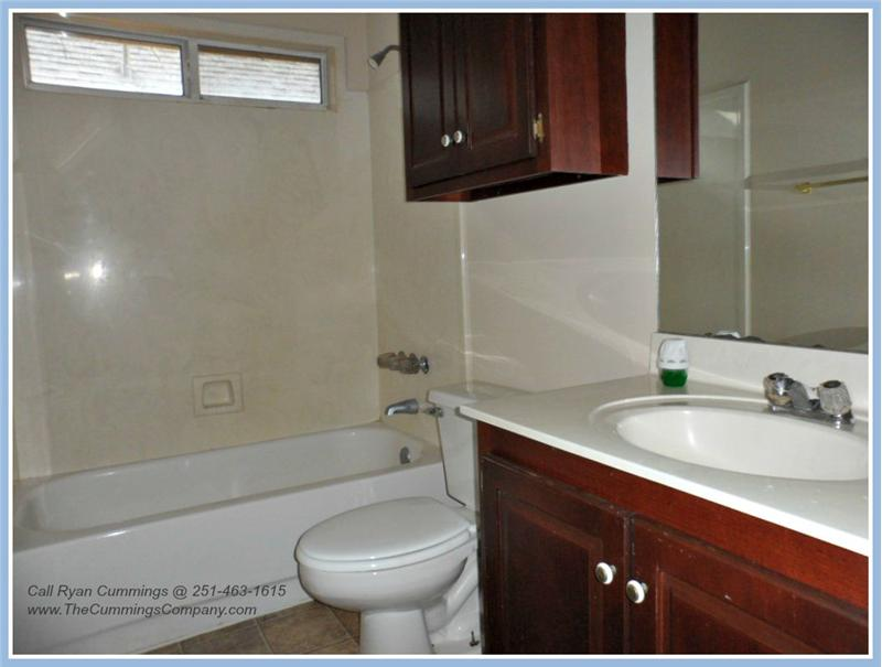 1216 Hillcrest Xing W, Mobile, AL 36695 Second Bathroom