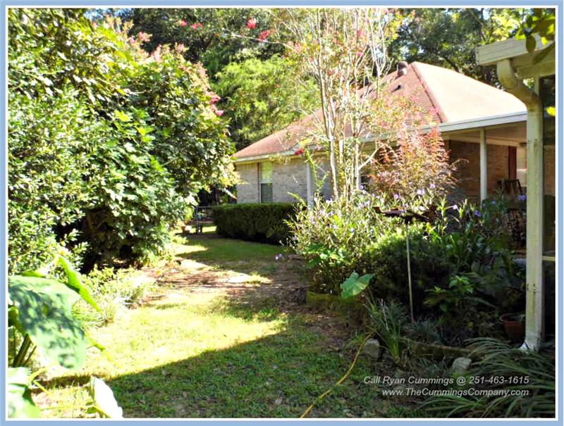 7436 Pinewood Dr, Theodore, AL 36582 Fenced and Landscaped Backyard