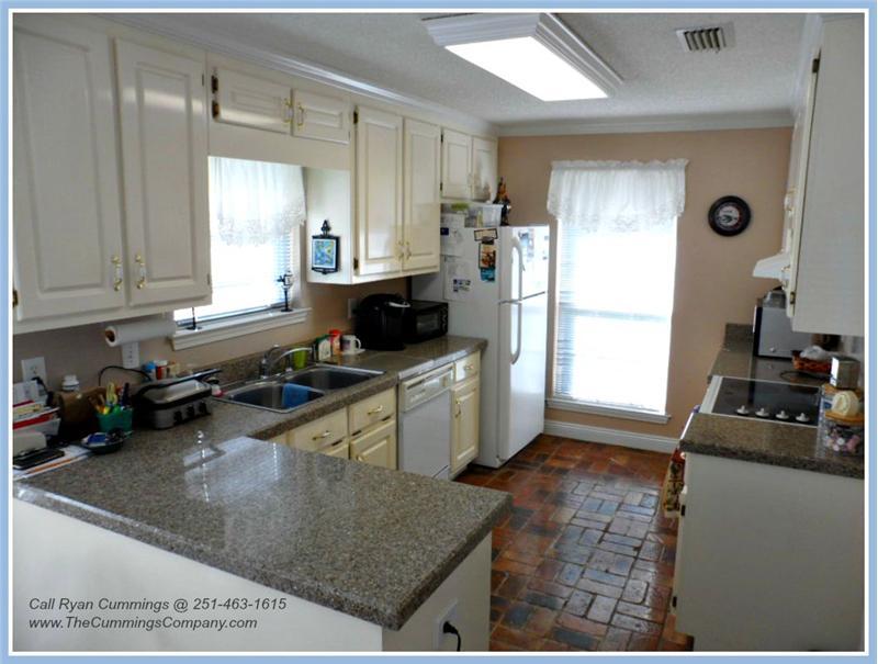7436 Pinewood Dr, Theodore, AL 36582 Kitchen