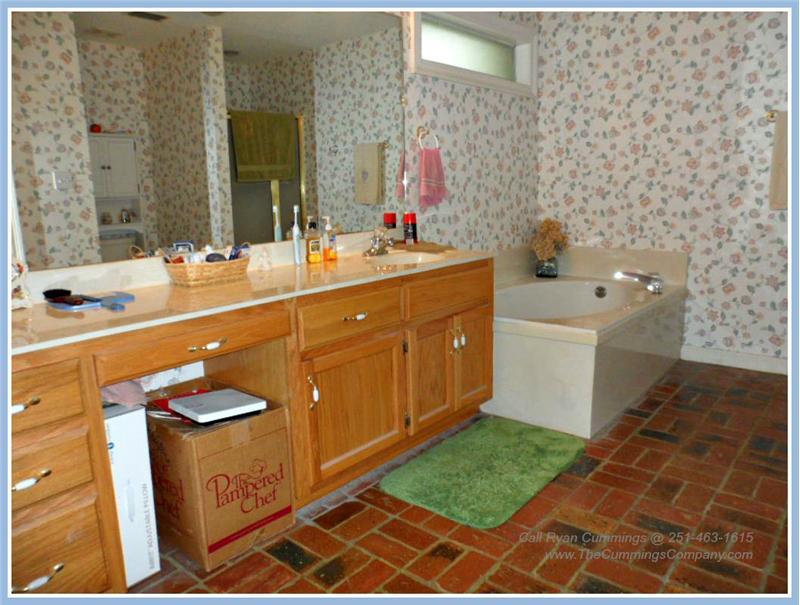 7436 Pinewood Dr, Theodore, AL 36582 Master Bathroom