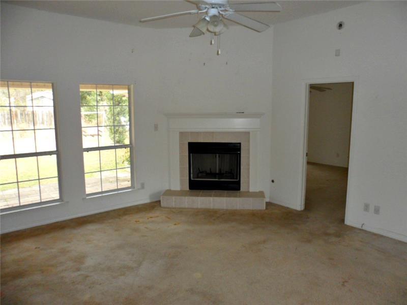 2626 Rosebud Dr, Mobile, AL 36695 Living Room