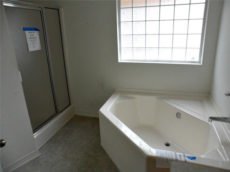 2626 Rosebud Dr, Mobile, AL 36695 Master Bathroom