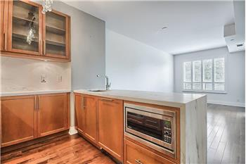 21 Clairtrell 403, Toronto, ON