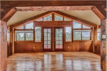 Charming getaway cabin - 61 Hidatsa Ln
