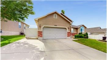 Primary listing photos for listing ID 573793